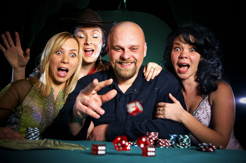 5 reasons to host a casino themed party